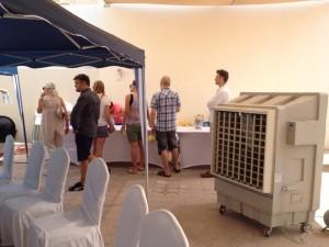1 af 10 udendørs airconditioners på overarbejde